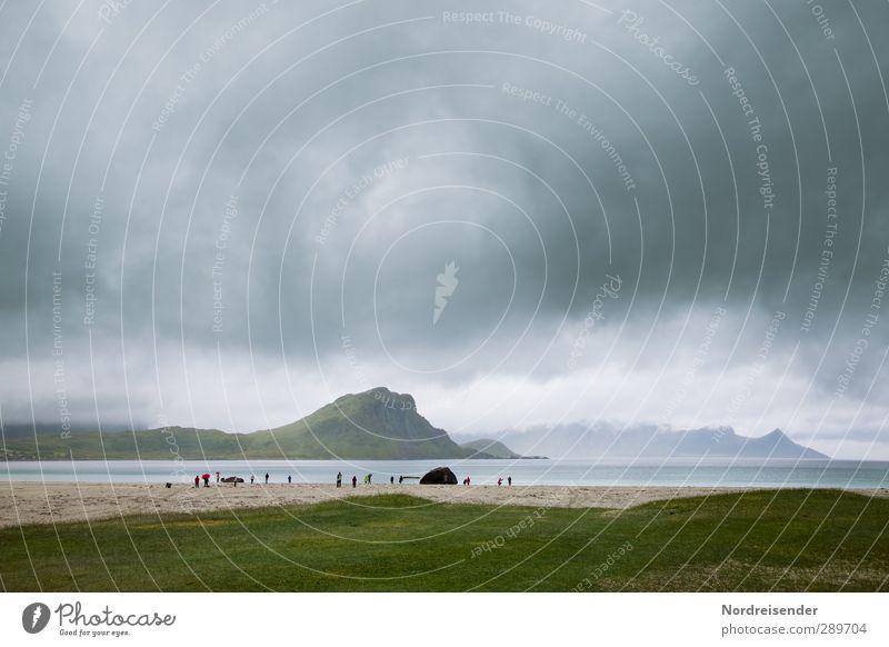 Wer sind wir....? Mensch Himmel Ferien & Urlaub & Reisen Wasser Meer Strand Landschaft Ferne Berge u. Gebirge Küste Menschengruppe Felsen Regen Klima Nebel
