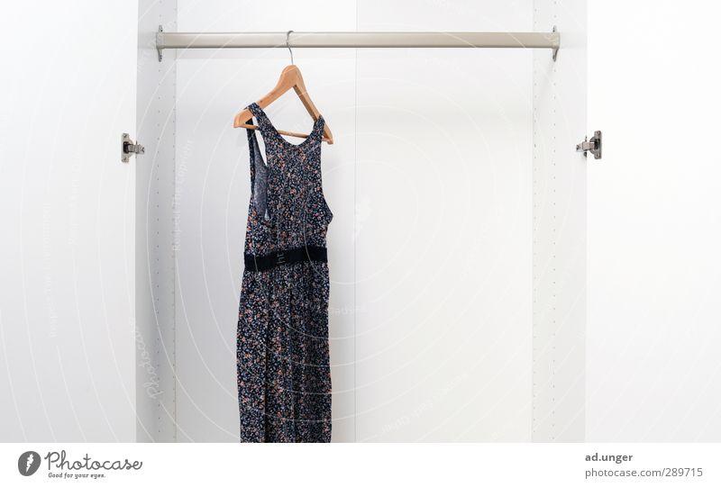 1x umziehen Innenarchitektur Wohnung leer Beginn Bekleidung Stoff Kleid Umzug (Wohnungswechsel) packen
