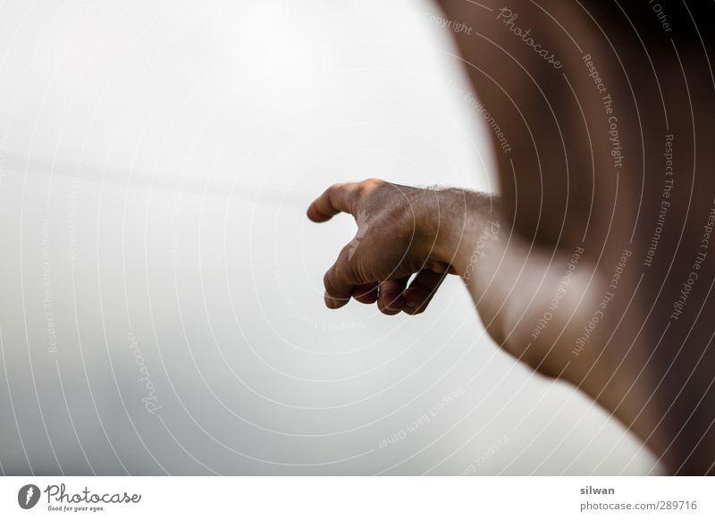 zeig mir, wo die ..?.. sind maskulin Arme Finger 18-30 Jahre Jugendliche Erwachsene Beratung entdecken Unendlichkeit grau weiß zeigen hinweisen gucken Farbfoto