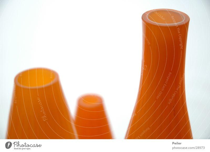 Blumenvasen in orange weiß orange Glas rund Häusliches Leben Stillleben Vase Oval Blumenvase