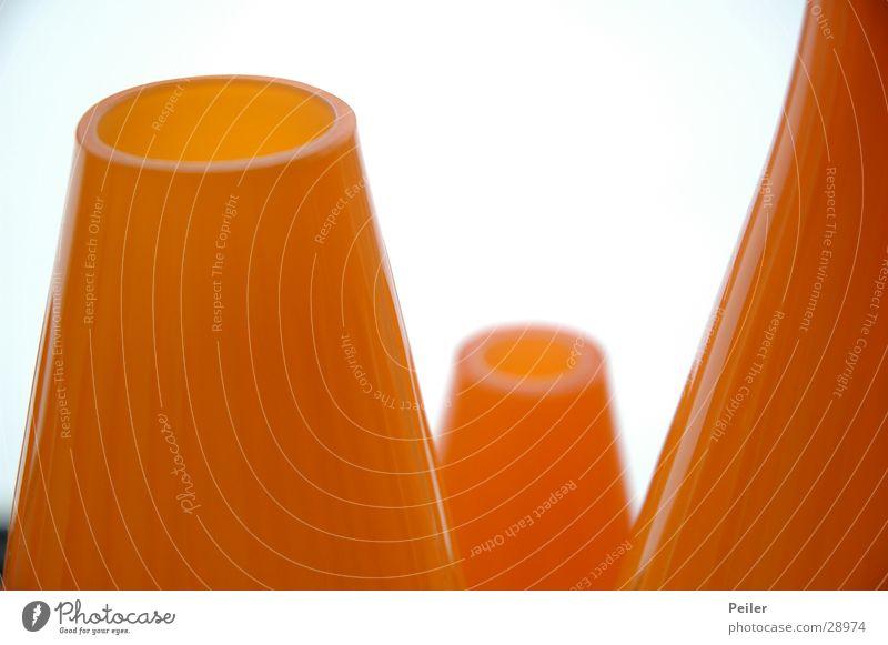Blumenvasen in orange weiß Glas rund Häusliches Leben Stillleben Vase Oval