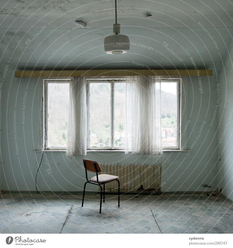 Alone Häusliches Leben Umzug (Wohnungswechsel) Innenarchitektur Lampe Stuhl Raum Haus Fenster ästhetisch Beratung Einsamkeit Ende Endzeitstimmung Gefühle