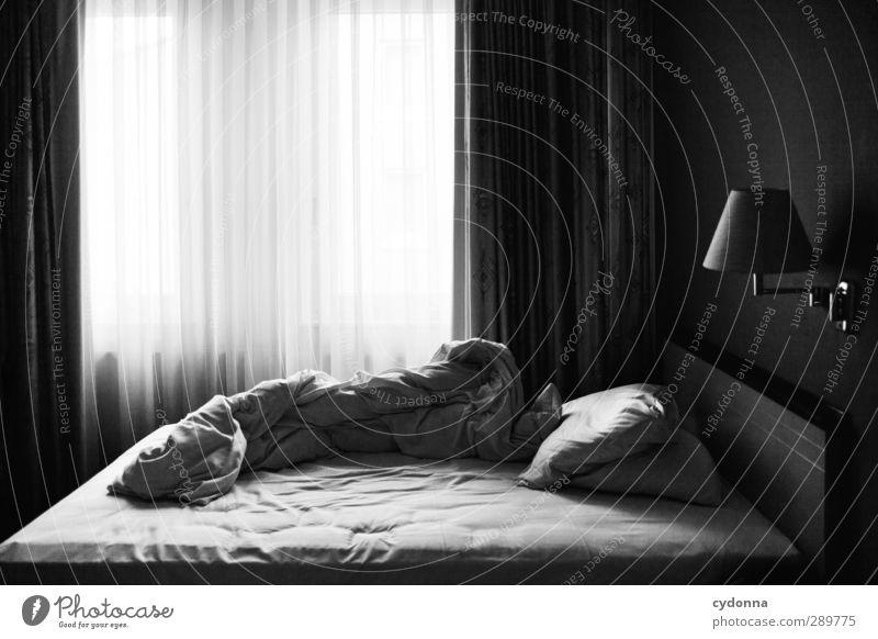 Melancholie des Aufstehens Ferien & Urlaub & Reisen Einsamkeit ruhig Erholung Fenster Leben Traurigkeit Lampe Zeit träumen Raum Tourismus Lifestyle ästhetisch Vergänglichkeit Bett