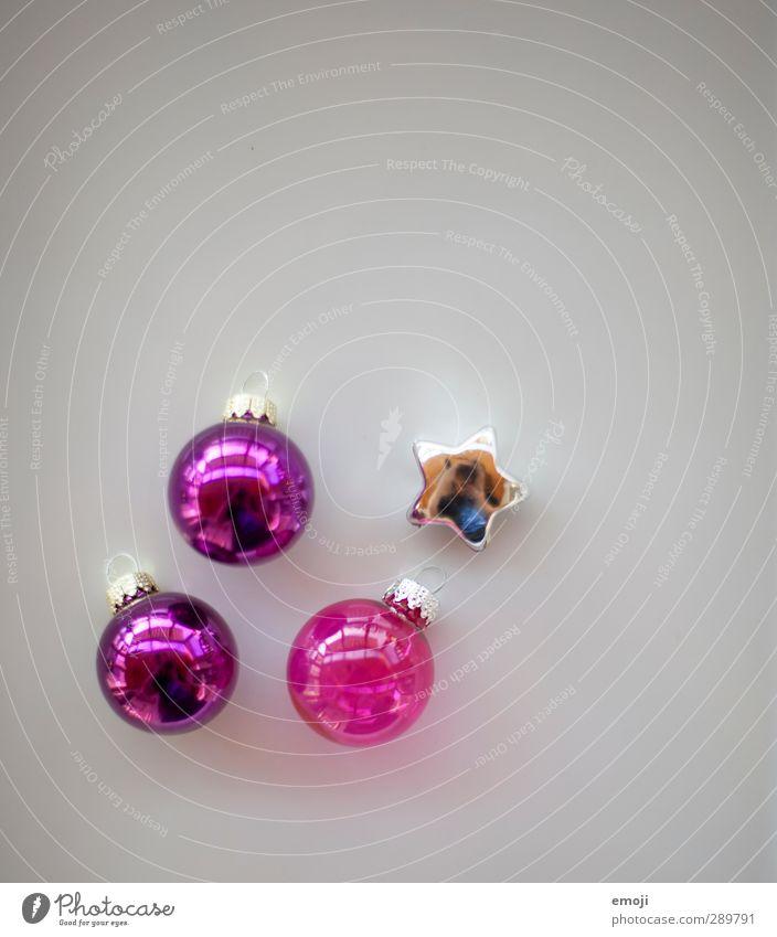da war doch was... Dekoration & Verzierung Kitsch Krimskrams Sammlung Weihnachtsdekoration Christbaumkugel Stern (Symbol) violett rosa Farbfoto Innenaufnahme