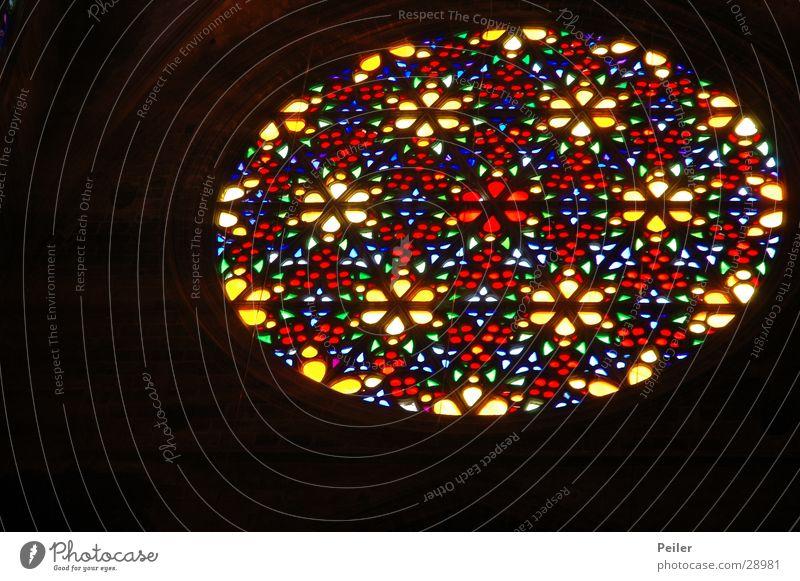 Licht im Dunkel 2 schwarz Farbe Lampe dunkel Fenster Religion & Glaube Glas glühen Gotteshäuser Lichtstrahl