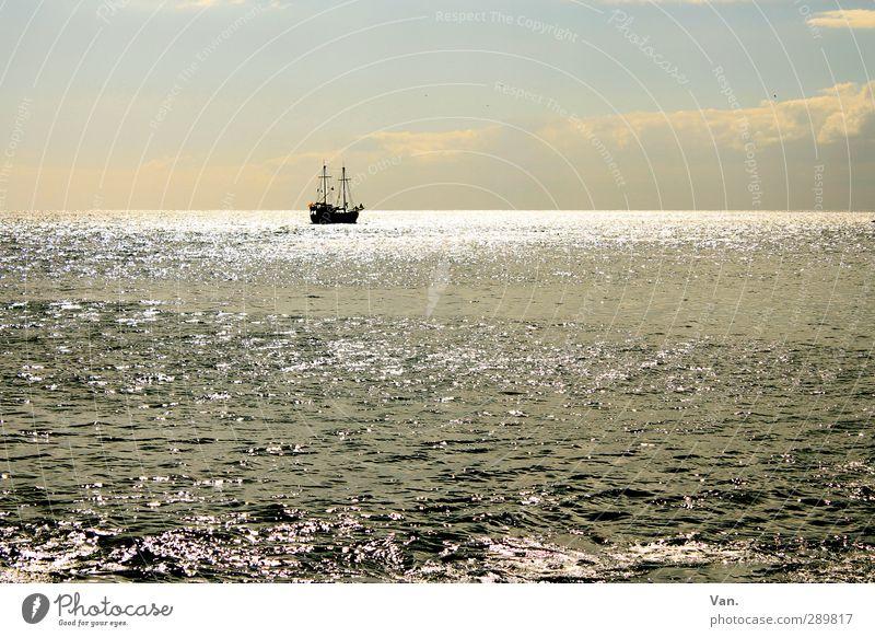 Waterworld Natur Wasser Himmel Wolken Horizont Wellen Meer Atlantik Schifffahrt Segelschiff blau Ferne Segeln Farbfoto Gedeckte Farben Außenaufnahme Tag