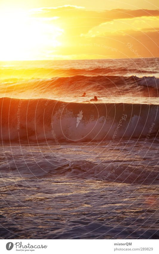 Ocean's Gold. Kunst ästhetisch Fernweh Meer Meerwasser Meeresspiegel Wellen Wellengang Wellenform Wellenbruch Küste Surfer Romantik Sonnenuntergang