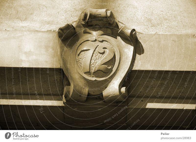 72, was sonst? Ziffern & Zahlen Handwerk Sepia Wappen Hausnummer