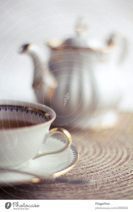 Ein bisschen Alice im Wunderland-Feeling Gold Getränk Pause Romantik genießen Tee Tasse Märchen edel antik Schnörkel Teekanne Heißgetränk