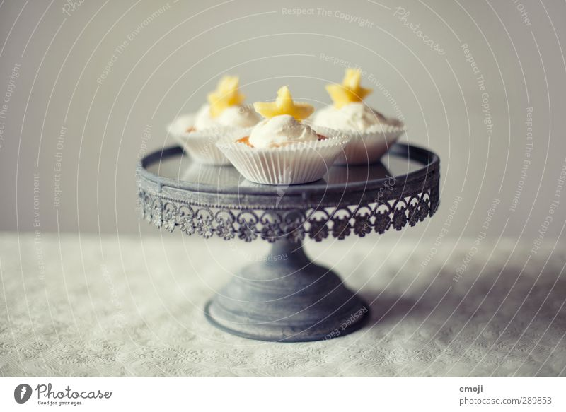 pineapple stars cupcakes Dessert Süßwaren Ernährung Festessen Picknick Slowfood Fingerfood lecker süß Cupcake Tortenplatte Farbfoto Innenaufnahme Menschenleer