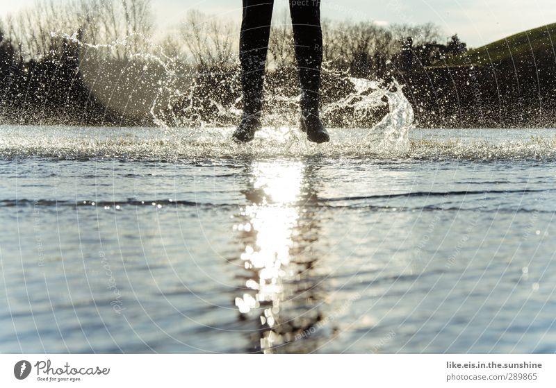 glück ist was du draus machst! Mensch Natur Wasser Landschaft Umwelt Herbst Leben feminin Gefühle Spielen Glück springen Beine Fuß Kindheit maskulin