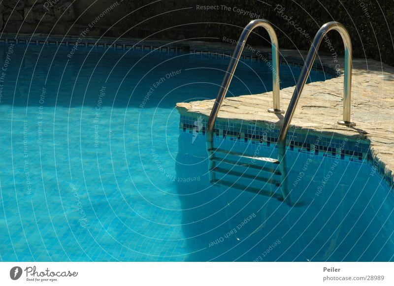 Let´s go swimming Schwimmbad türkis Wasser Leiter blau Erfrischen