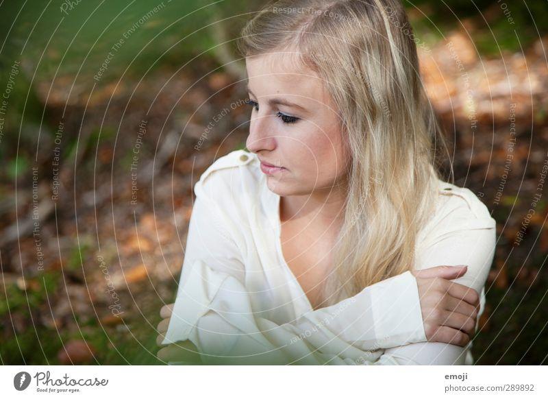 herbstlich Mensch Natur Jugendliche schön Wald Erwachsene Junge Frau Umwelt feminin 18-30 Jahre