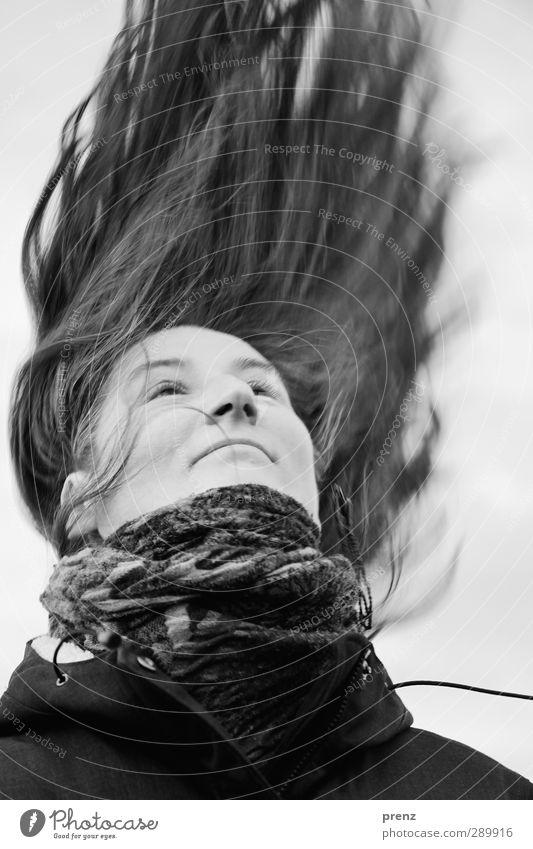 hair Mensch feminin Frau Erwachsene Kopf Haare & Frisuren 1 45-60 Jahre langhaarig schwarz weiß Tuch Gesicht Schwarzweißfoto Außenaufnahme Tag