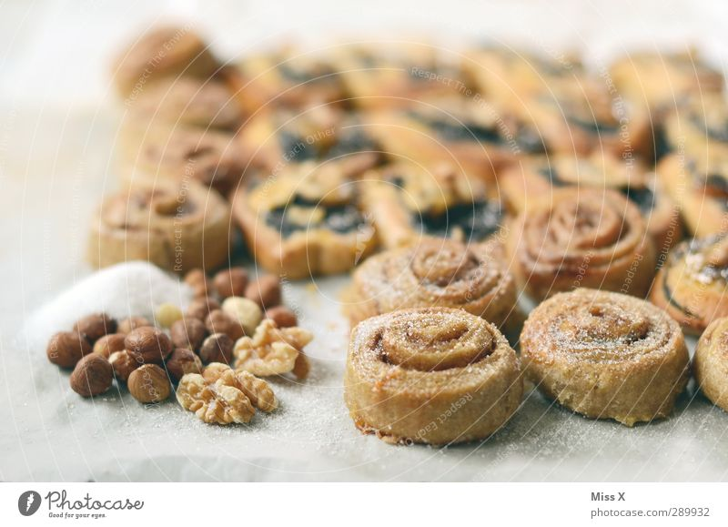 Weihnachtspfund 2 Lebensmittel Ernährung Kochen & Garen & Backen süß rund lecker Frühstück Kuchen Backwaren Zucker Teigwaren Nuss Zutaten Weihnachtsgebäck Schnecke Haselnuss