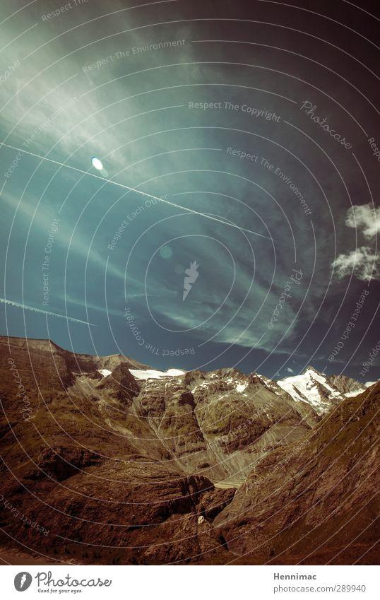 einWANDfrei. Himmel Natur blau Ferien & Urlaub & Reisen Sommer Wolken Landschaft Umwelt Ferne Berge u. Gebirge Schnee Freiheit Stein Felsen Horizont braun