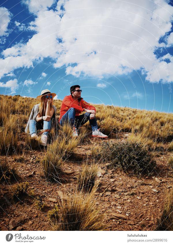 das sind zwei sitzende menschen. Freizeit & Hobby Ferien & Urlaub & Reisen Ausflug Sommer Berge u. Gebirge wandern Mensch maskulin feminin Junge Frau