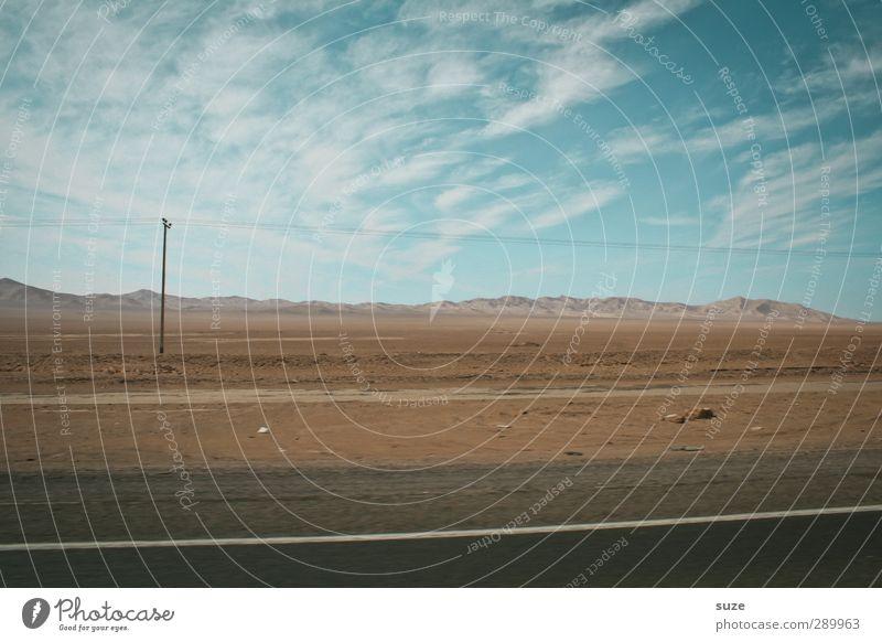 Trash! unter Strom Himmel Natur blau Einsamkeit Wolken Landschaft Umwelt Straße Wege & Pfade Horizont braun Erde authentisch Verkehr trist trocken