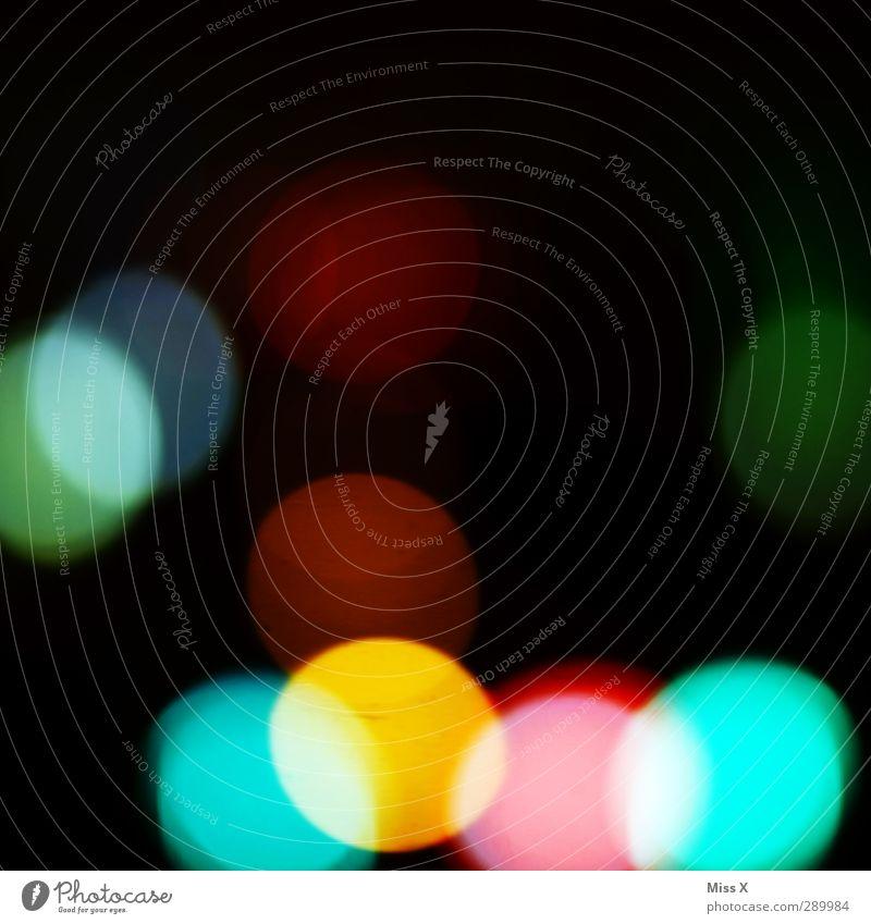 dots Nachthimmel leuchten rund mehrfarbig Punkt Licht Farbfoto Außenaufnahme abstrakt Muster Menschenleer Textfreiraum oben Hintergrund neutral Kunstlicht