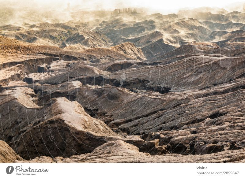 Schicht Vulkanasche als Sandboden des Vulkans Mount Bromo Ferien & Urlaub & Reisen Abenteuer Umwelt Natur Landschaft Erde Felsen Berge u. Gebirge