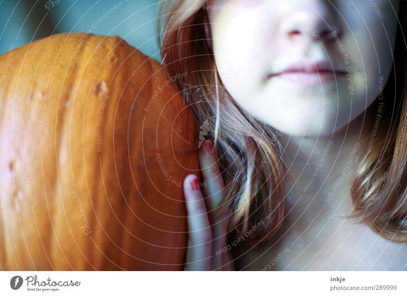 trash [ nichts richtig drauf ausser Farben] Mensch Kind Jugendliche Freude Mädchen Gesicht Leben Stil orange Kindheit Lifestyle festhalten 8-13 Jahre Halloween Kürbis Erntedankfest