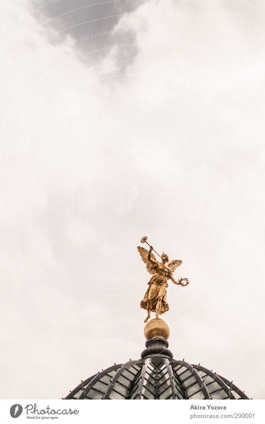 Musik liegt in der Luft Statue Himmel Wolken gold weiß grün Trompete Engel Religion & Glaube