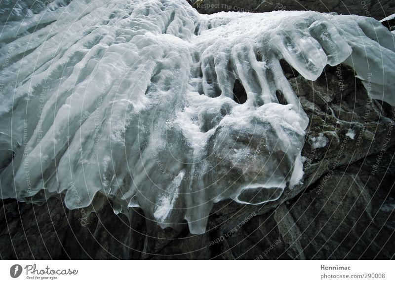 Der Eiserne Vorhang. Natur blau Wasser weiß Winter kalt Schnee grau Stein Felsen Linie Kunst ästhetisch Frost gefroren