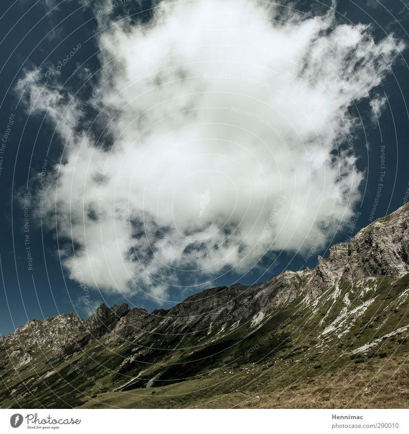 Erhebend. Ausflug Abenteuer Ferne Klettern Bergsteigen Umwelt Natur Landschaft Luft Wasser Wassertropfen Himmel Wolken Sommer Klima Wetter Sträucher Felsen