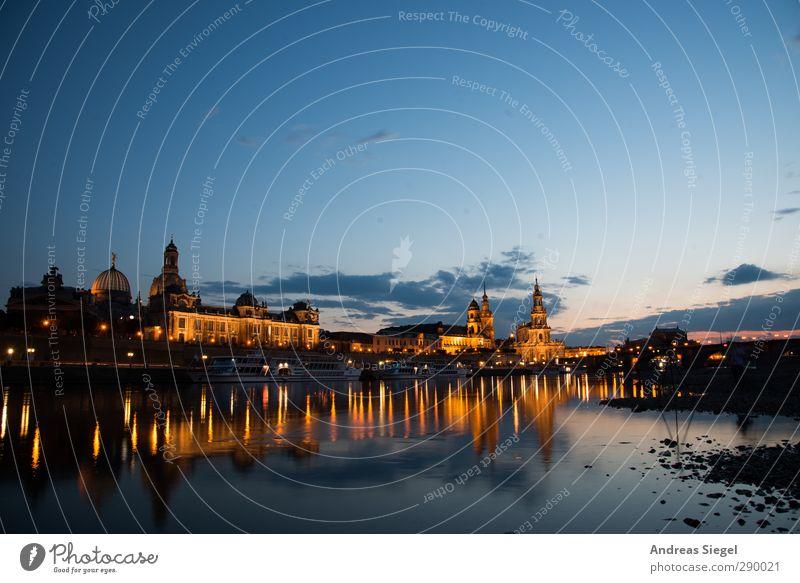 Wo das Herz schlägt Natur blau Stadt schön gelb außergewöhnlich Fluss fantastisch historisch Skyline Dresden Wahrzeichen Stadtzentrum Sehenswürdigkeit Altstadt