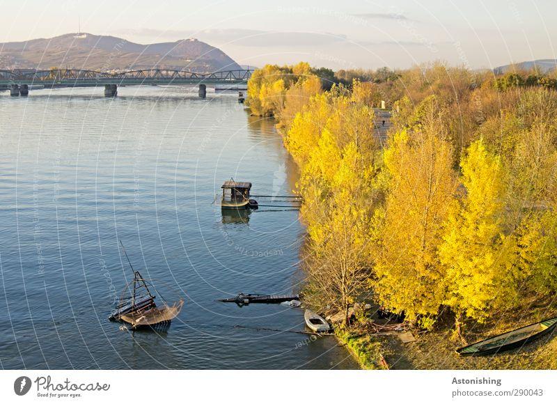 an der Donau Himmel Natur blau Wasser Stadt Pflanze Baum Wolken Landschaft Wald gelb Umwelt Berge u. Gebirge Horizont Park Wetter