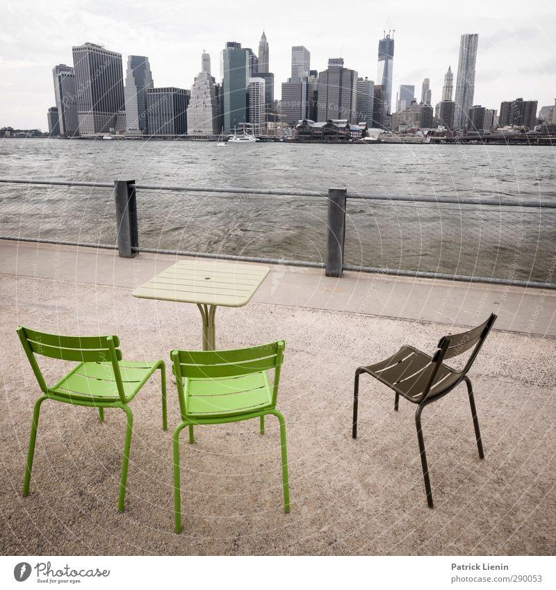 Safe in NYC Natur Wasser Stadt ruhig Erholung Ferne Umwelt Architektur Gebäude Stil Park elegant Tourismus Hochhaus Platz Lifestyle