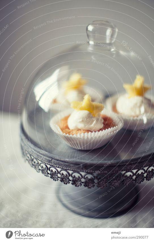 Vorsätze Dessert Süßwaren Ernährung Picknick Fingerfood Geschirr Tortenplatte lecker süß Muffin Cupcake Farbfoto Innenaufnahme Menschenleer Hintergrund neutral