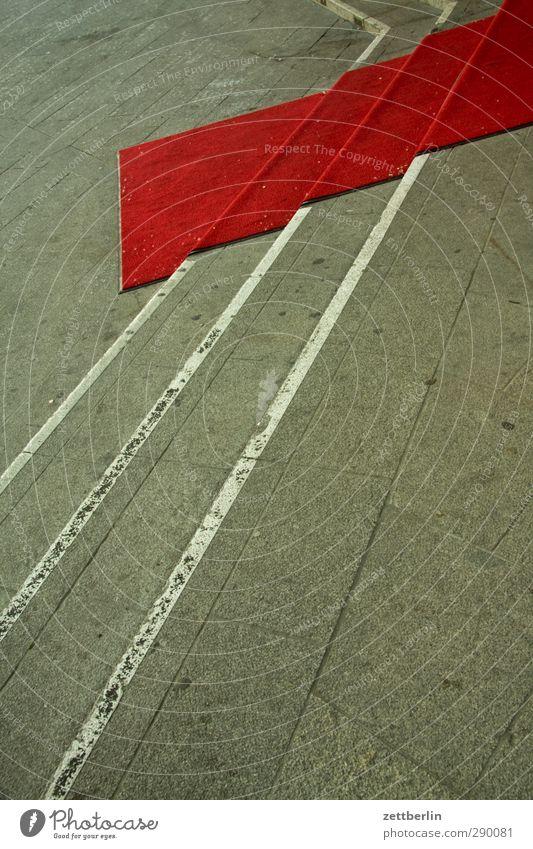 Roter Teppich Feste & Feiern Jahrmarkt Theater Veranstaltung Show Optimismus Perspektive Reichtum Treppe schräg Erwartung Empfang Begrüßung Starruhm prominenz