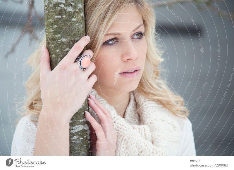 bright feminin Junge Frau Jugendliche 1 Mensch 18-30 Jahre Erwachsene blond hell schön Farbfoto Außenaufnahme Tag Porträt Blick nach vorn