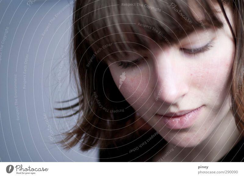 aufgesprungen Mensch feminin Junge Frau Jugendliche Erwachsene Kopf Lippen 1 18-30 Jahre blau braun Gefühle Stimmung Vorfreude Akzeptanz Gesicht kurzhaarig