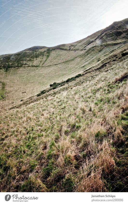 Arthur's Seat I Natur Landschaft Umwelt Wiese Berge u. Gebirge kalt Gras hoch wandern trist Gipfel Ziel Hügel aufwärts aufsteigen Berghang