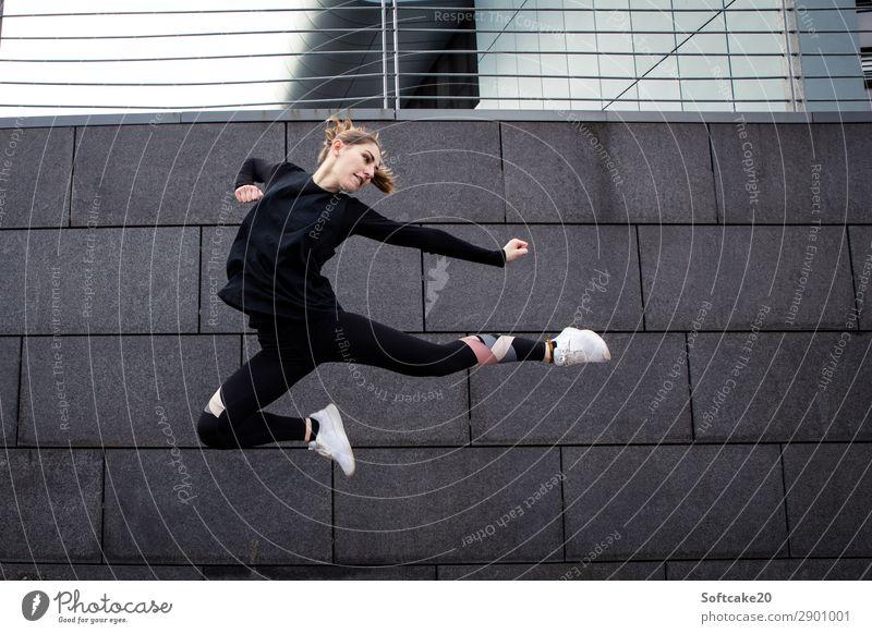 Sprung Lifestyle Gesundheit sportlich Sport Fitness Sport-Training Kampfsport Sportler springen ästhetisch außergewöhnlich bedrohlich Freude Tapferkeit