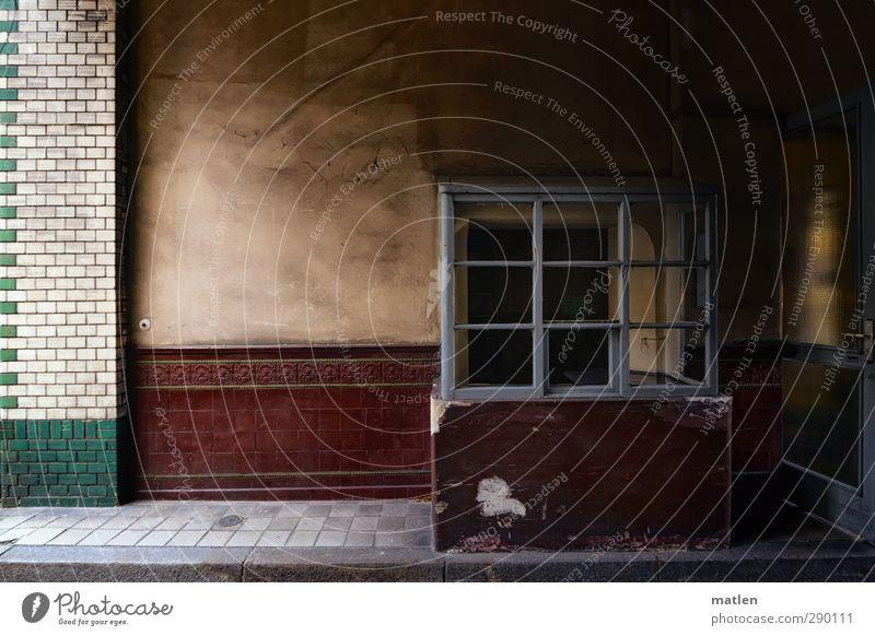 entree Menschenleer Haus Bauwerk Architektur Mauer Wand Verkehrswege braun grün weiß Pforte Einfahrt Fliesen u. Kacheln verglast Autotür Farbfoto