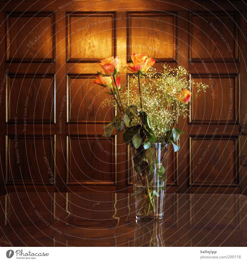 mfg Lifestyle elegant Stil Pflanze Blume Erotik Holz Wandtäfelung Vase Glas Blumenstrauß Rose Valentinstag festlich Farbfoto mehrfarbig Innenaufnahme