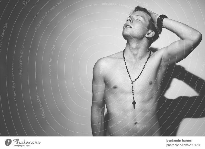 crucified maskulin Junger Mann Jugendliche 1 Mensch 18-30 Jahre Erwachsene Rosenkranz Christliches Kreuz rothaarig kurzhaarig muskulös nackt stark