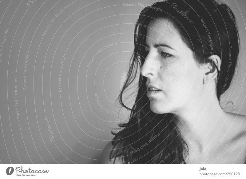 skepsis Mensch feminin Frau Erwachsene Gesicht 1 30-45 Jahre Haare & Frisuren brünett langhaarig Traurigkeit Sorge Sehnsucht Unglaube verstört Schwarzweißfoto