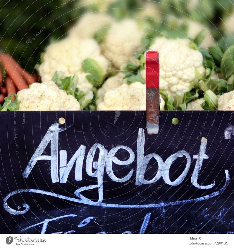 Angebot Lebensmittel Gemüse Ernährung frisch Gesundheit lecker süß verkaufen Wochenmarkt Gemüseladen Gemüsehändler Gemüsekohl Gemüsemarkt Blumenkohl Farbfoto