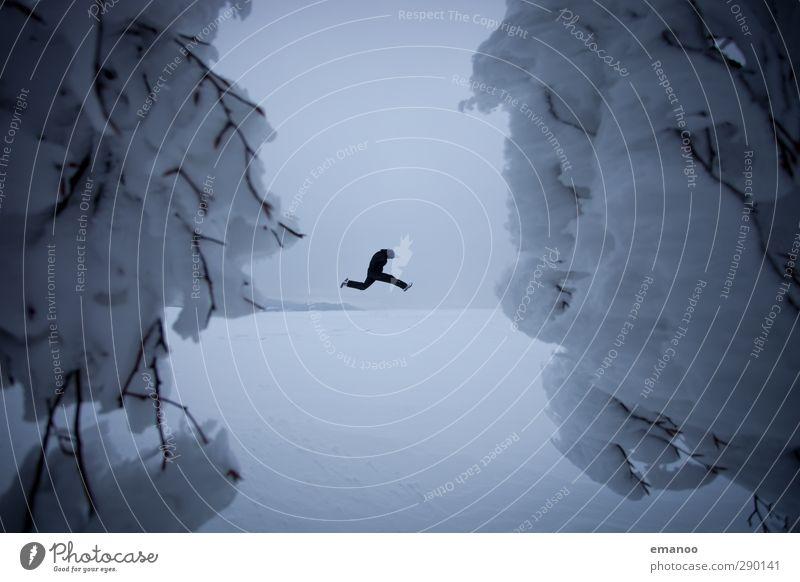 Wintersport Lifestyle Stil Freude Ausflug Freiheit Winterurlaub wandern Sport Mensch maskulin Mann Erwachsene Körper 1 Natur Landschaft Klimawandel Eis Frost
