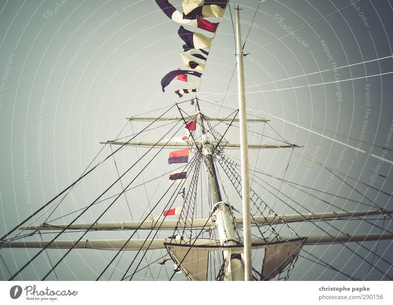 ahoi hoch retro Fahne Segeln Schifffahrt Stahl Fahnenmast Mast Jacht Kreuzfahrt international Segelschiff Bootsfahrt Binnenschifffahrt Beflaggung
