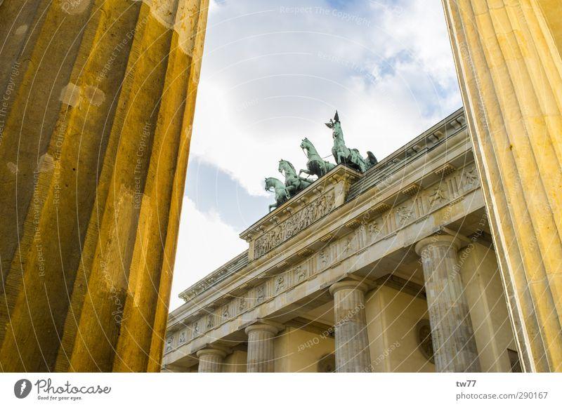 Brandenburger Tor Ferien & Urlaub & Reisen Tourismus Sightseeing Städtereise Politiker Kunstwerk Berlin Deutschland Europa Stadt Hauptstadt Stadtzentrum Bauwerk