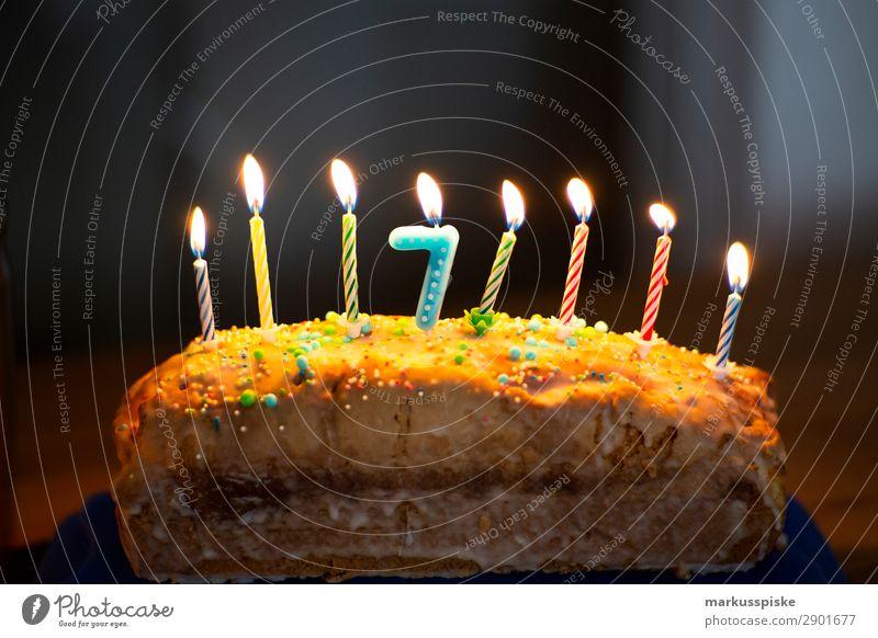 Geburtstagskuchen 7 Lebensmittel Kuchen Kerze Kerzenstimmung Kerzenschein Ernährung Essen Kaffeetrinken Lifestyle Freude Glück Spielen Haus Feste & Feiern Kind