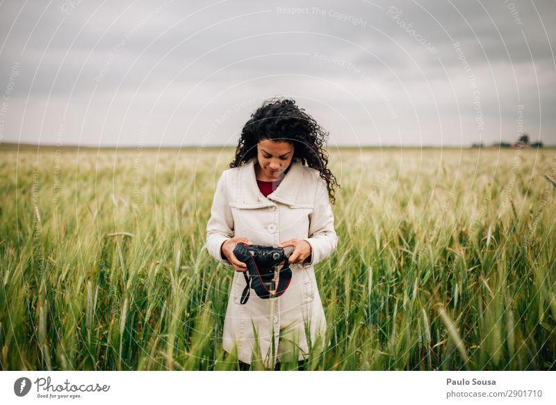 Mensch Ferien & Urlaub & Reisen Natur Jugendliche Junge Frau Erholung Freude 18-30 Jahre Lifestyle Erwachsene Herbst Umwelt Frühling natürlich feminin Tourismus