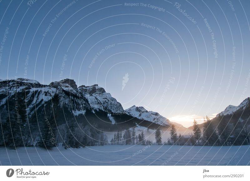 kalt Natur blau Winter ruhig Landschaft Umwelt Berge u. Gebirge Schnee Luft Felsen Eis wild Nebel hoch wandern