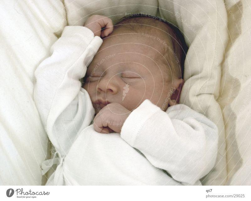 psst!! Kind weiß ruhig Baby schlafen Körperhaltung
