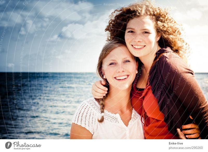 und wenn sie lacht Mensch Himmel Natur Jugendliche Wasser schön Meer Landschaft Erholung Erwachsene Junge Frau Liebe feminin lachen 18-30 Jahre Gesundheit